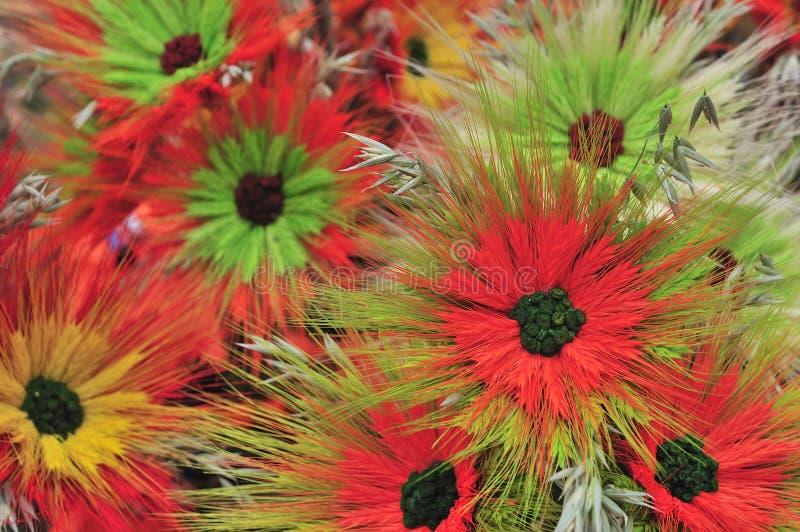 Bello fondo multicolore dei fiori artificiali fotografia stock libera da diritti