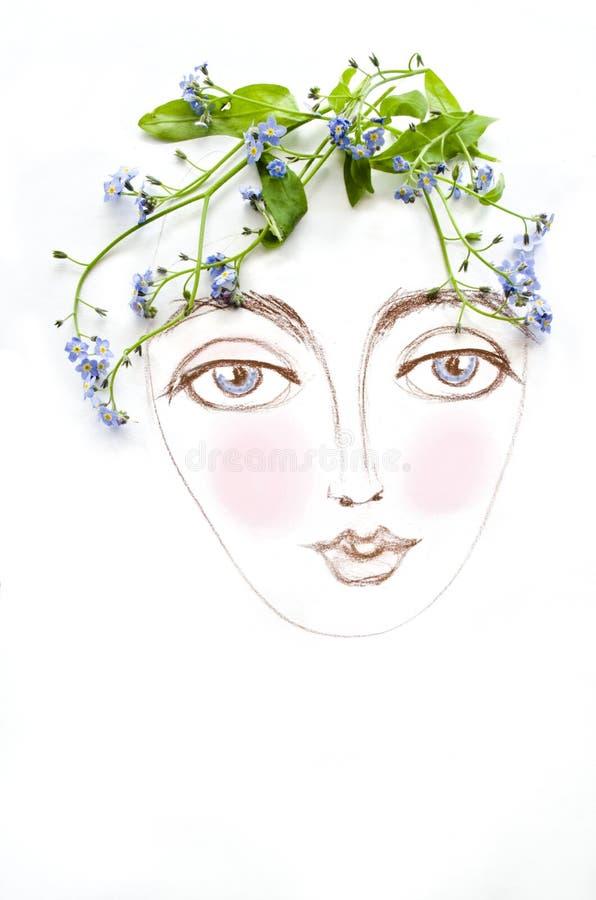 Bello fronte della donna con la pianta verde ed i fiori blu invece di capelli, isolati su fondo bianco Ragazza floreale della mol fotografia stock