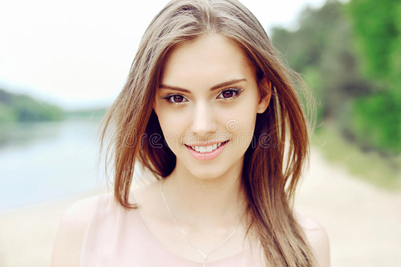Bello fronte della ragazza Pelle pulita perfetta fotografia stock libera da diritti