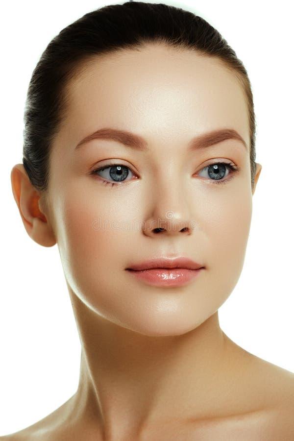 Bello fronte di giovane donna caucasica Fronte di bellezza della donna immagini stock