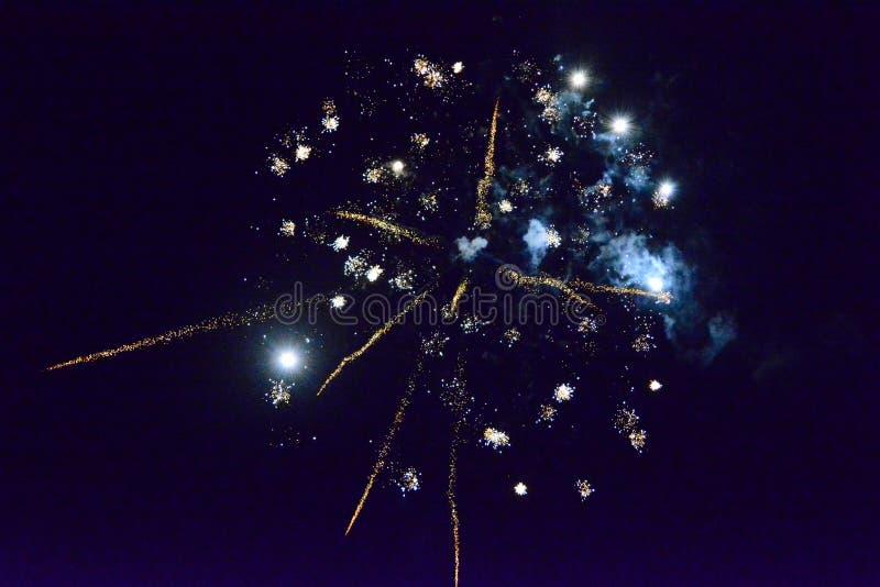 Bello fuoco d'artificio per il nuovo anno immagine stock