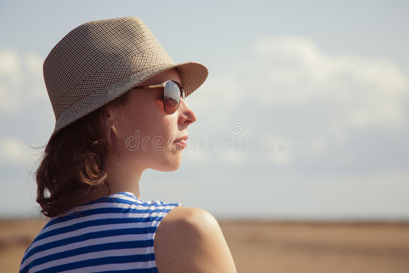 Bello giorno di estate della ragazza fotografia stock