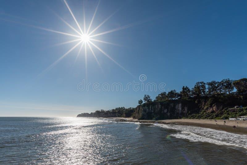Bello giorno di inverno alla baia di Paradise in Malibu immagine stock libera da diritti