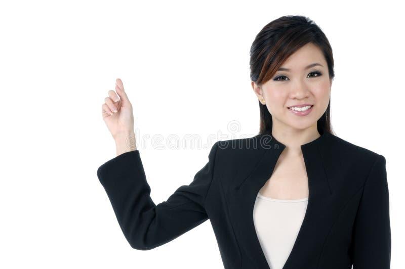 Bello giovane indicare della donna di affari fotografia stock