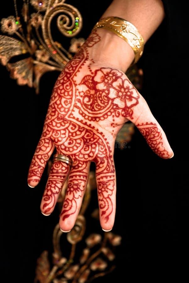 Bello hennè, Mehendi sulla mano delle spose fotografia stock