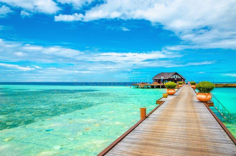 Bello hotel di località di soggiorno tropicale delle Maldive fotografia stock libera da diritti