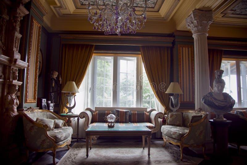 Bello ingresso imperiale dell'hotel di stile dell'Europa immagini stock libere da diritti