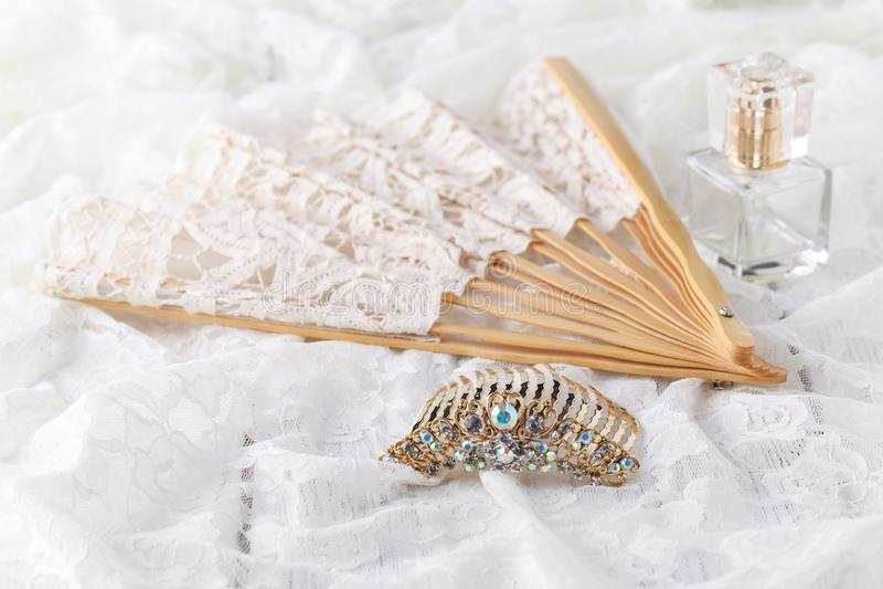 Bello insieme degli accessori di nozze del ` s delle donne Mattina del ` s della sposa immagine stock