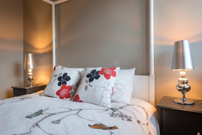 Bello interior design rustico della camera da letto immagini stock