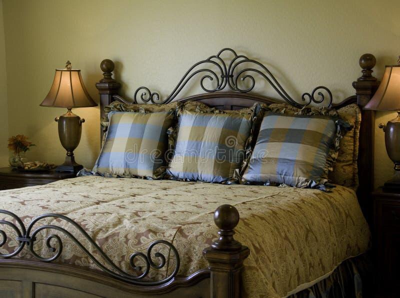 Bello interiore della camera da letto della vetrina immagini stock