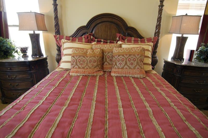Bello interiore della camera da letto della vetrina immagine stock