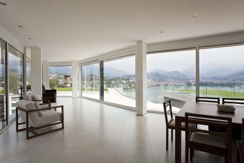Bello interiore di una casa moderna fotografie stock