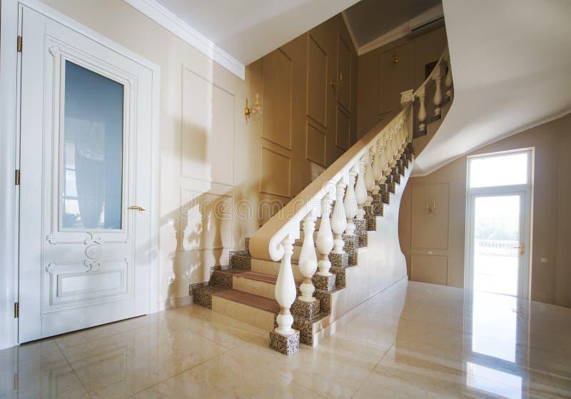 Bello interiore di una casa moderna immagine stock