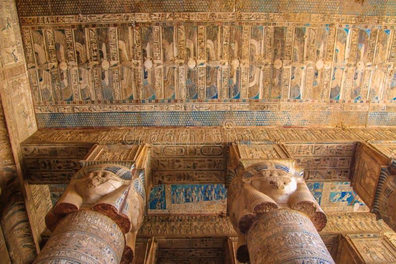 Bello interno del tempio di Dendera o del tempio di Hathor Zodiaco variopinto sul soffitto dell'antico fotografia stock libera da diritti