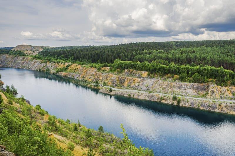 Bello lago artificiale immagine stock libera da diritti