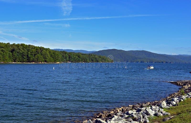 Bello lago della montagna fotografie stock libere da diritti
