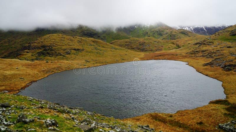 Bello lago nel parco nazionale di Snowdonia, Galles, Regno Unito fotografia stock libera da diritti