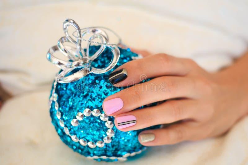 Bello manicure di inverno immagini stock