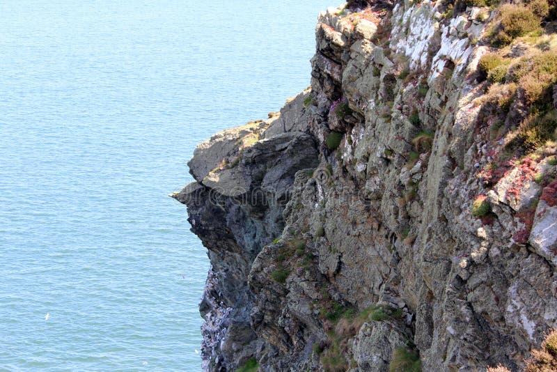 Bello mare, Howth, Dublin Bay, l'Irlanda, rocce, scogliera e pietre fotografia stock