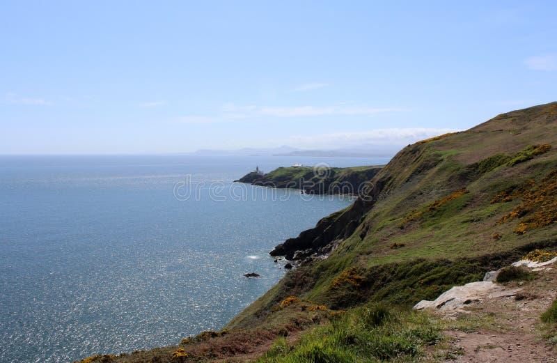 Bello mare, Howth, Dublin Bay, l'Irlanda, rocce, scogliera e pietre fotografie stock