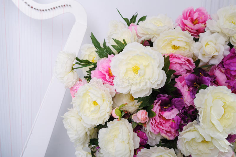 Bello mazzo di nozze su un fondo bianco fotografia stock