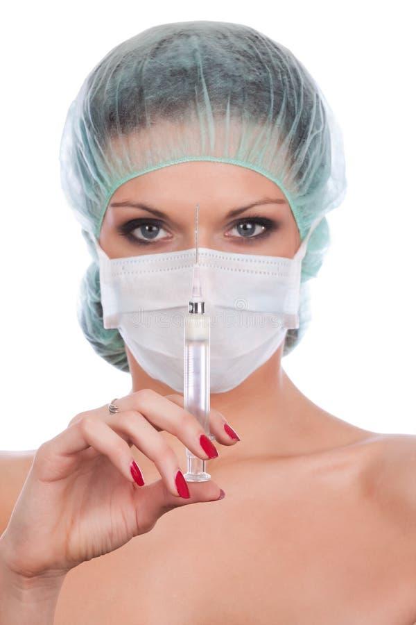 Bello medico femminile con la siringa immagini stock