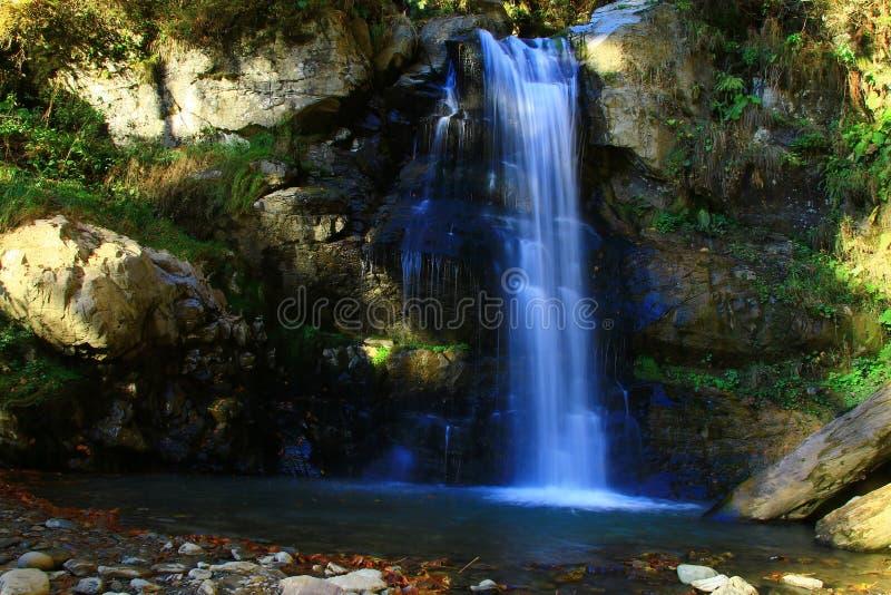 Bello Mendelikh paesaggio dei waterwalls di Rosa Khutor fotografie stock