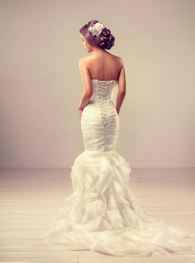Bello modello della sposa castana immagini stock libere da diritti