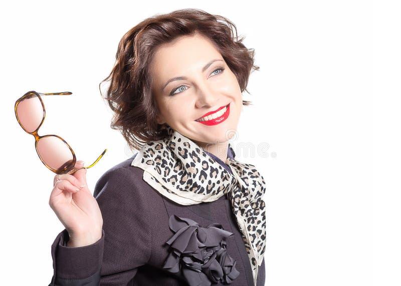 Bello modello di moda con gli occhiali da sole fotografie stock