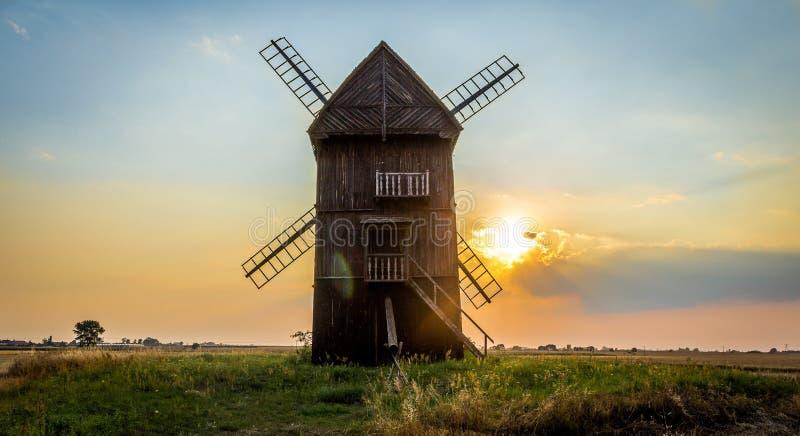 Bello mulino di vento semplice immagine stock