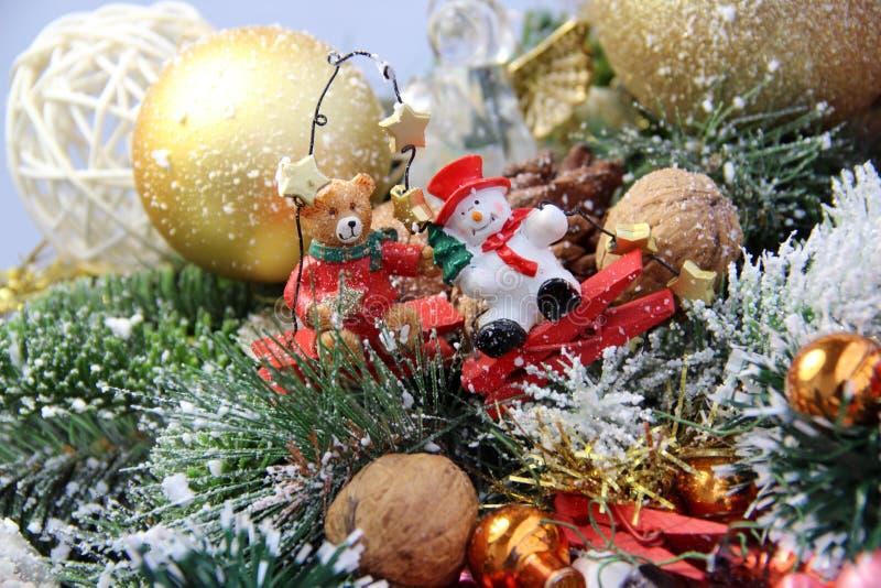 Bello Natale corona, giocattoli e dolci fotografia stock