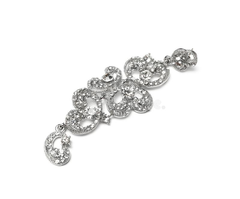 Bello orecchino d'argento isolato Gioielli di lusso fotografia stock