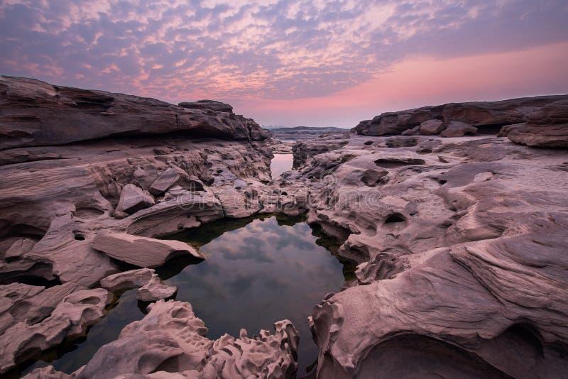 Bello paesaggio da Sam Phan Bok ad alba, Grand Canyon del Siam, Ubon Ratchathani, Tailandia immagini stock libere da diritti
