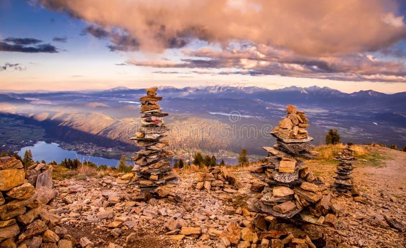 Bello paesaggio dalla cima della montagna immagini stock libere da diritti