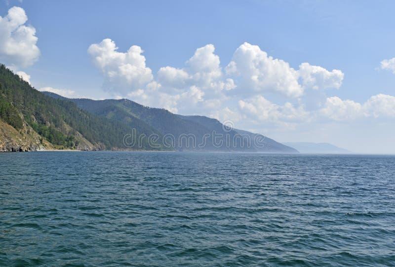 Download Bello Paesaggio Del Lago Baikal E Delle Colline Intorno Immagine Stock - Immagine di calma, deep: 117975123