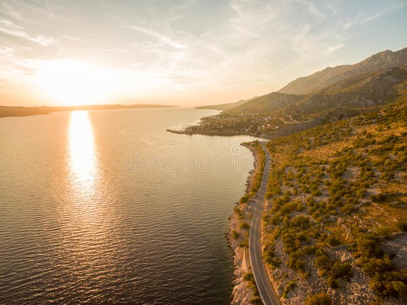 Bello paesaggio del mare al tramonto in Dalmazia, Croazia fotografia stock