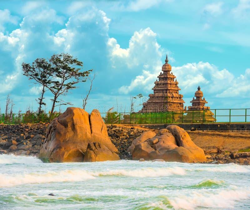 Bello paesaggio del tempio famoso monolitico della riva vicino a Mahab fotografia stock libera da diritti