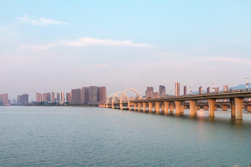 Bello paesaggio della città di jiujiang nel tramonto fotografie stock libere da diritti
