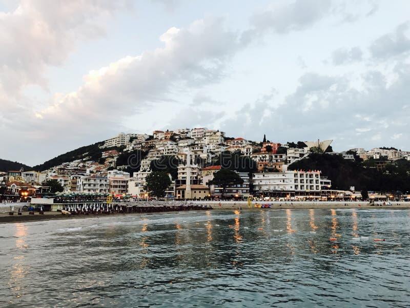 Bello paesaggio della costa di mare nel Montenegro immagini stock