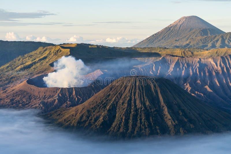 Bello paesaggio della montagna del vulcano attivo di Bromo, East Java, I fotografia stock libera da diritti