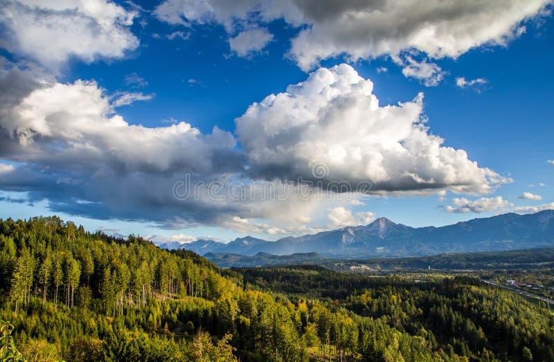 Bello paesaggio delle alpi di Austian fotografie stock