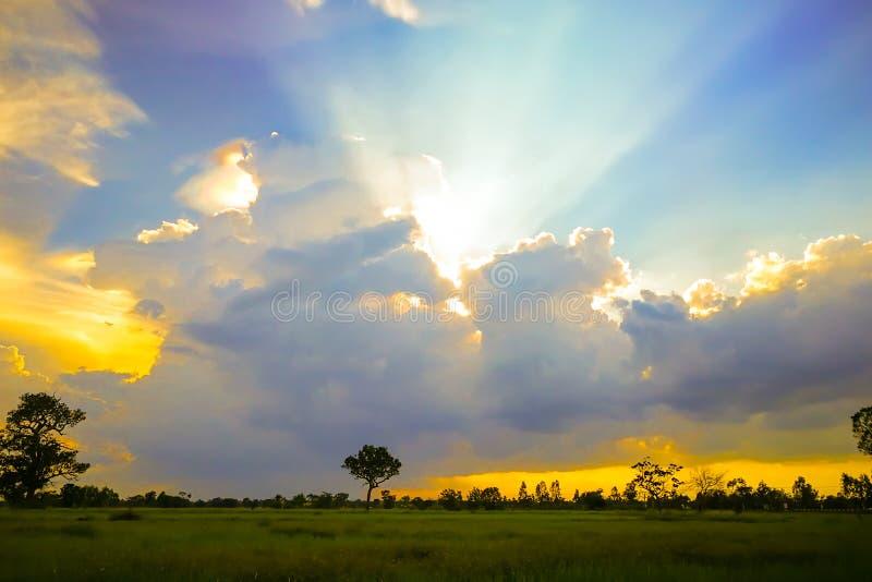 Bello paesaggio di tramonto immagini stock