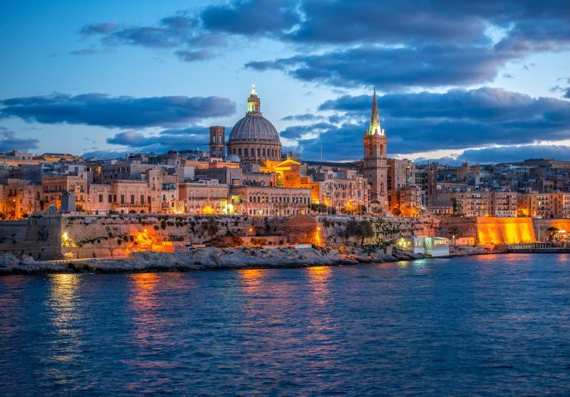 Bello paesaggio europeo con la basilica la nostra signora Mount Carmel fotografia stock libera da diritti