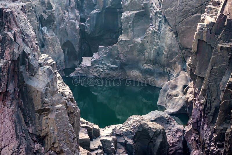 Bello paesaggio indiano con la caduta di Raneh fotografie stock libere da diritti