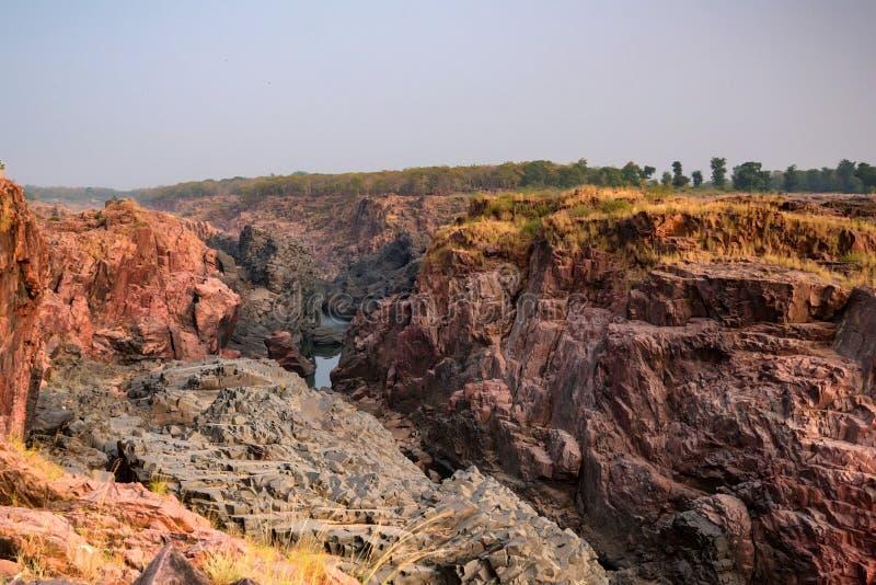 Bello paesaggio indiano con la caduta di Raneh immagine stock