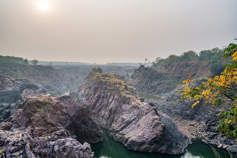 Bello paesaggio indiano con la caduta di Raneh fotografia stock