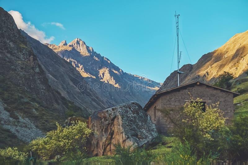 Bello paesaggio lungo Inca Trail immagine stock