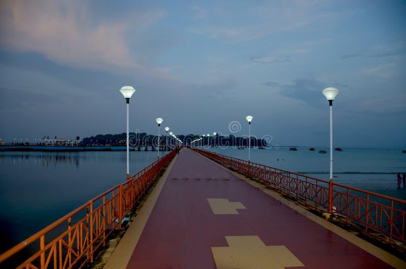 Bello paesaggio nella penombra dell'argine del mare delle Andamane per port Blair India fotografie stock