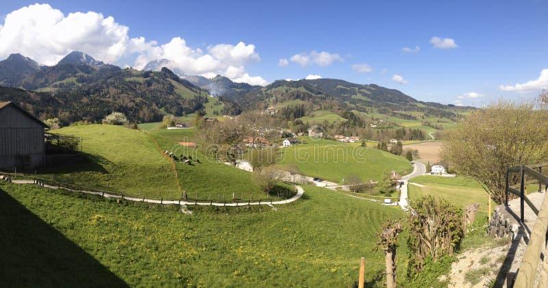 Bello paesaggio panoramico in Svizzera, Gruyeres fotografia stock