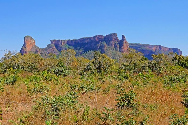Bello paesaggio rosso della montagna a Chapada Dos Guimaraes, il centro geografico del Sudamerica, Mato Grosso, Brasile fotografia stock